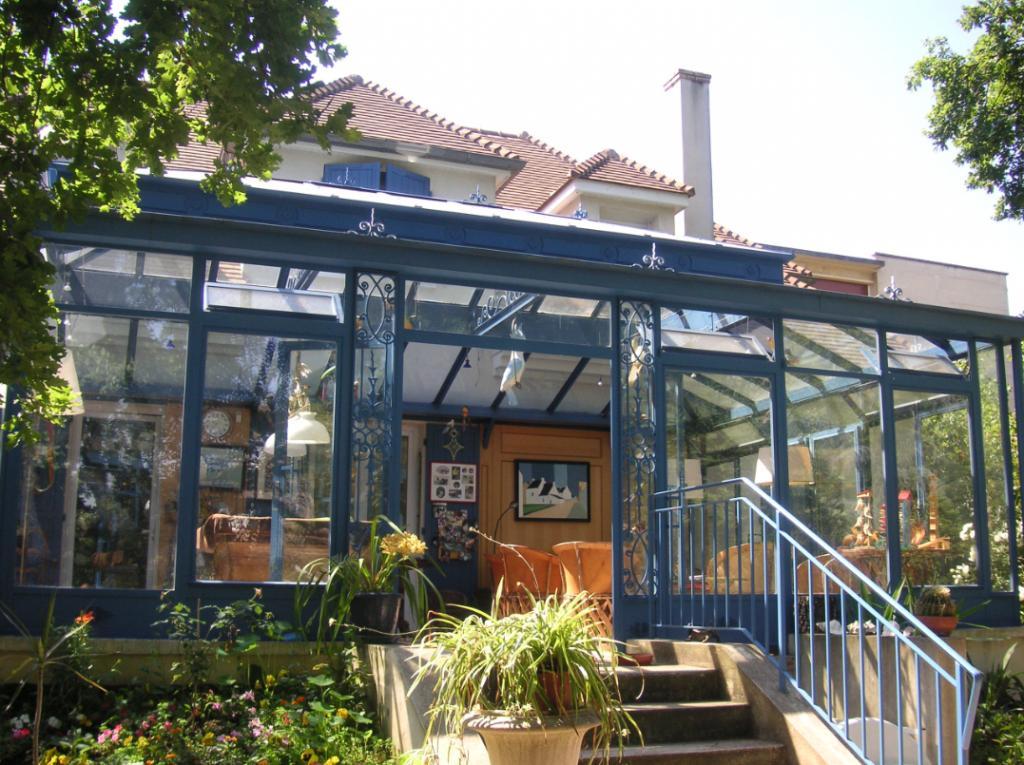Veranda-bleue-fer-forge