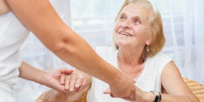 Personne âgée : éviter les chutes en sécurisant son logement